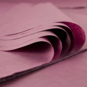 feuille-papier-de-soie-lie-de-vin-premium-01